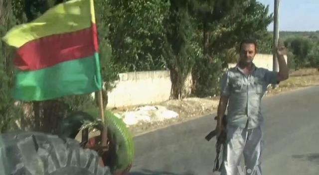 Miliciens kurde à Afrin